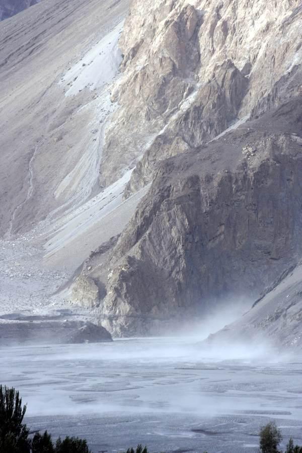karakorum highway, Pakistan i Karakorum Highway